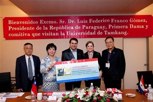 巴拉圭總統佛朗哥伉儷一行17人蒞校參訪盲生資源中心。