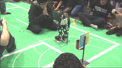 FIRA世界盃機器人大賽電機系機器人再創佳績。