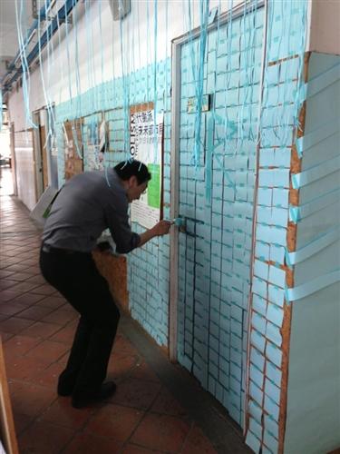 建築系大一設計課教學實習活動:「色彩佔領系館計畫」。