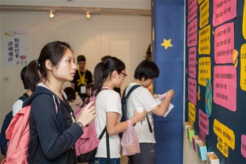 學務處舉辦101學年度社團學習與實作課程成果展:「星動心」。