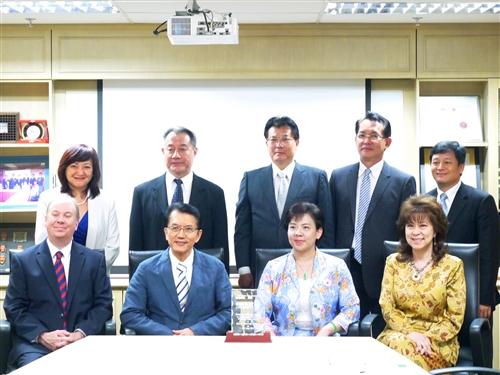 張校長等一行人赴馬來西亞參訪。