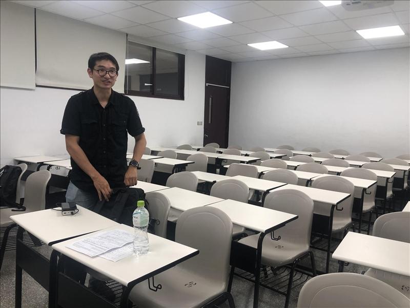 講師正在為講座做準備