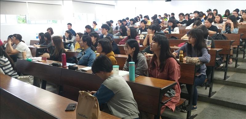 中文系文創演講-一個小眾人文編輯的生長記