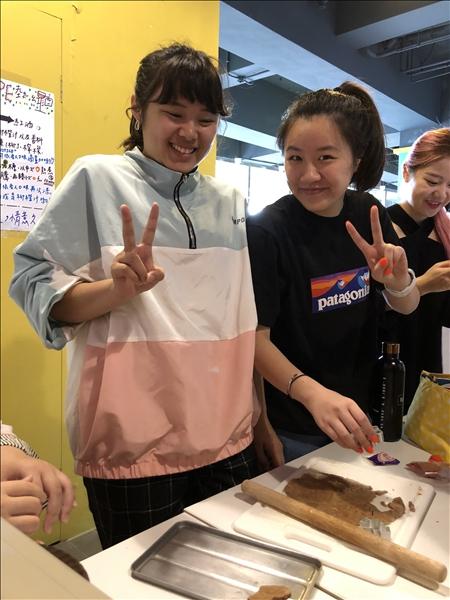 製作薑餅人 :)