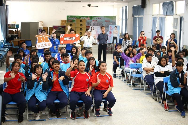 活動最後有獎徵答時間,同學們都熱請舉手參與